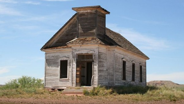640px-Abandoned_church_in_New_Mexico