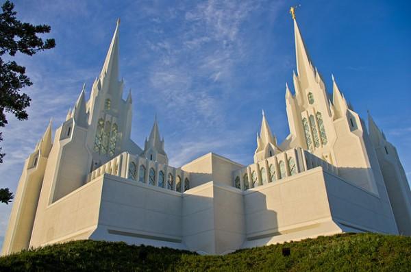 640px-San_Diego_Mormon_Temple13