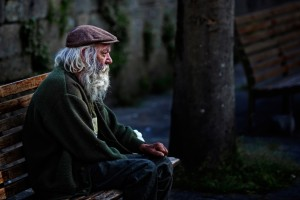 web-homeless-man-bench-sitting-staring-feans-cc