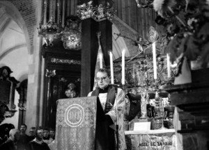 "Fr. Tischner preaching in the Wawel Cathedral to a delegation of Solidarity representatives on the ""Solidarity of Consciences"" (10 October 1980)."