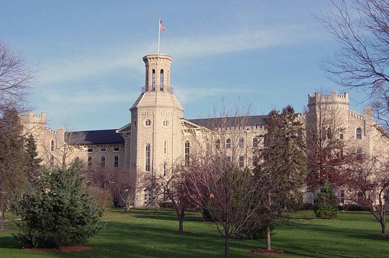 Majestic Blanchard Hall on the Wheaton Campus (Source: Flickr; Author: DiscoverDuPage, CC by 2.0).