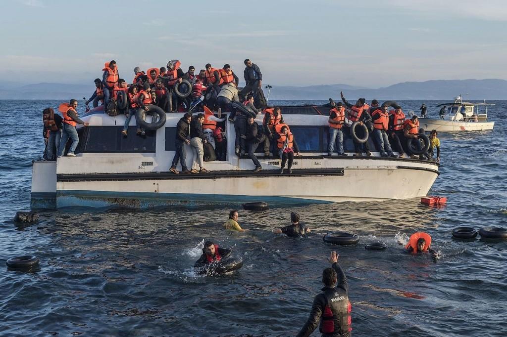 (Syrian and Iraqi refugees arrive from Turkey to Skala Sykamias, Lesbos island, Greece by Ggia; Wikimedia, CC BY SA 4.0)