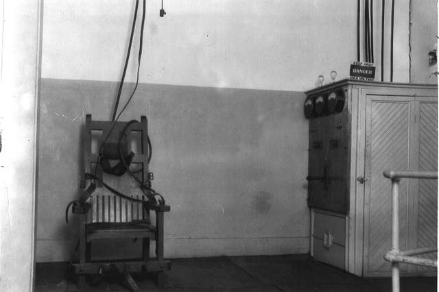 "(1926-48 ""Old Sparky"" Electric Chair, 104 executions at the Tucker Unit in the state of Arkansas, USA; Wikimedia, PD)"