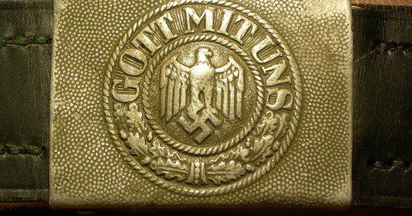 WW_II_German_GOTT_MIT_UNS_Buckle_(Wehrmaht)