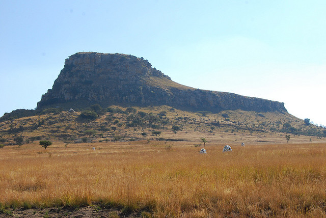 Isandlwana Mountain, Zimbabwe. (Credit:  of BBM Explorer, CC-NoDerivs license.)