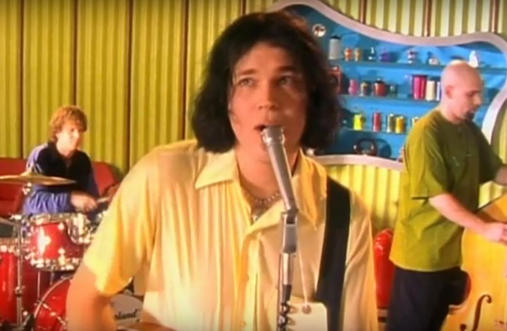 Pete Stewart fronting Grammatrain. Screenshot from YouTube.
