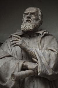 Galileo: statue outside the Uffizi, Florence, Italy: Shutterstock/Elena Korn