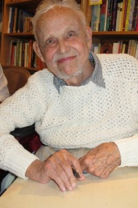 Huston Smith at a book signing in Oakland, California, 2012. Photo by Barbara Newhall