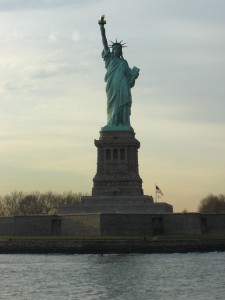 """Statue of liberty 04"". Licensed under CC BY-SA 2.0 via Wikimedia Commons."