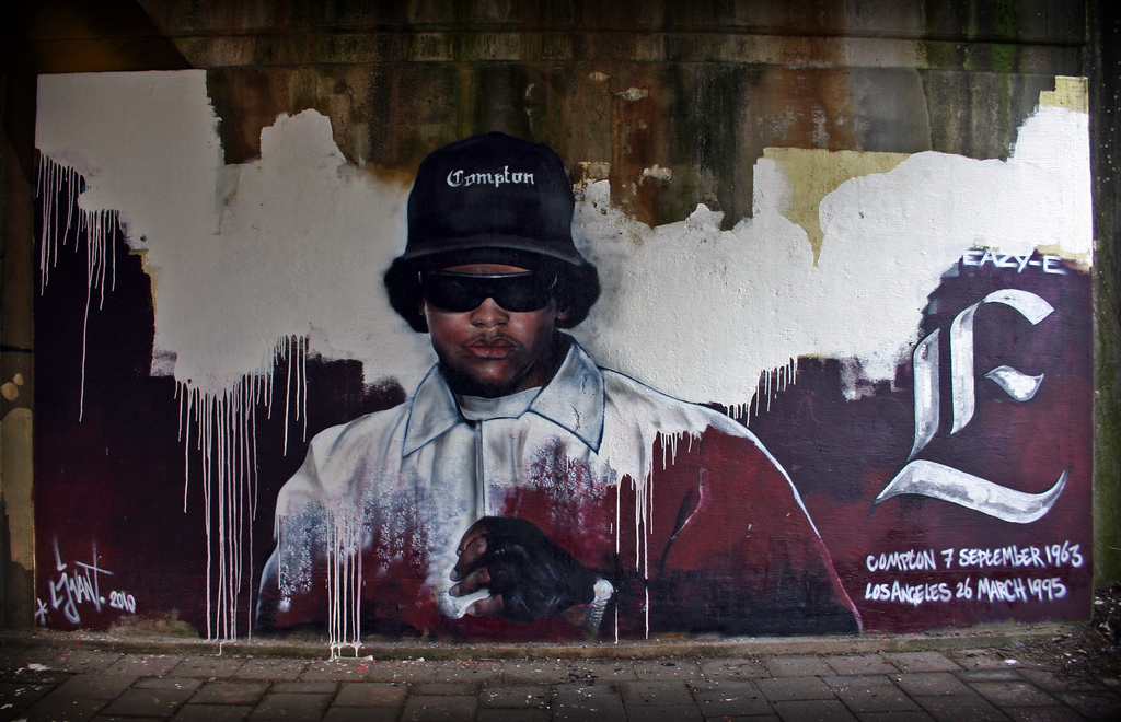 Memorial_Eazy-E_made_by_streetartist_LJvanT_@_Leeuwarden_the_Netherlands_WikiCommons