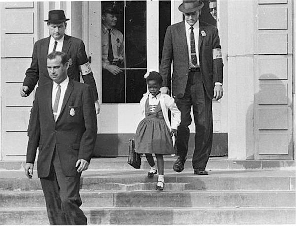 US_Marshals_with_Young_Ruby_Bridges_on_School_Steps_WIKI