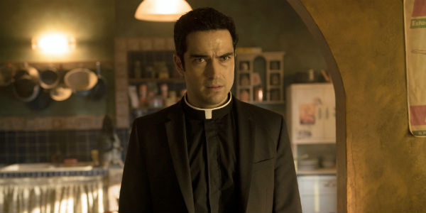 The-Exorcist-Alfonso-Herrera-Father-Tomas