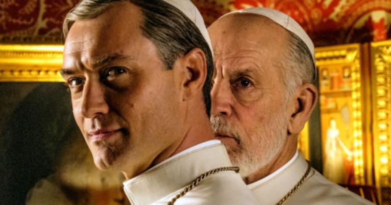 """Serien-Fortsetzung: """"The New Pope"""" von Paolo Sorrentino mit Jude Law (l.) und John Malkovich (r.)"""