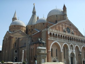 Basilica of Saint Athony of Padua, picture by Sailko on Wikimedia Commons