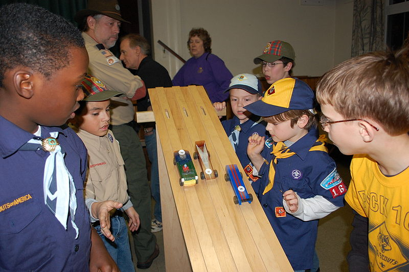 800px-Cub_Scout_Pinewood_Derby_start