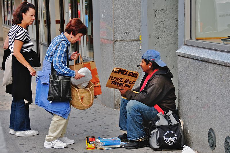 https://commons.wikimedia.org/wiki/File%3AHelping_the_homeless.jpg; By Ed Yourdon from New York City, USA (Helping the homeless Uploaded by Gary Dee) [CC BY-SA 2.0 (http://creativecommons.org/licenses/by-sa/2.0)], via Wikimedia Commons
