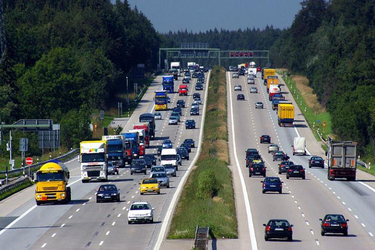 https://commons.wikimedia.org/wiki/File%3AAutobahn_A8_bei_Holzkirchen.JPG; By Joe MiGo (Own work) [CC0], via Wikimedia Commons