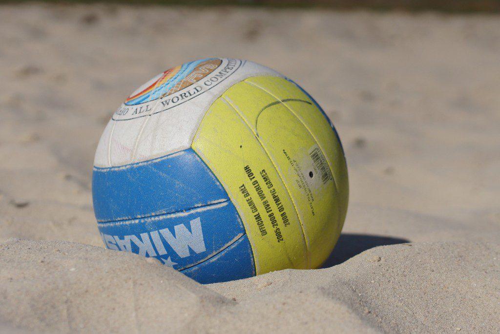 https://pixabay.com/en/ball-beach-volleyball-sport-play-788529/