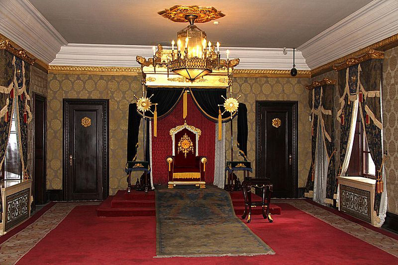 https://commons.wikimedia.org/wiki/File%3AMuseum_imperial_palace_manchu_state_throne_room_2011_07_26.jpg; By Rolfmueller (Own work) [CC BY-SA 3.0 (https://creativecommons.org/licenses/by-sa/3.0)], via Wikimedia Commons. Photograph of the throne room in the Museum of the Imperial Palace of the Manchu State, Changchun, Jilin province, northeast China.