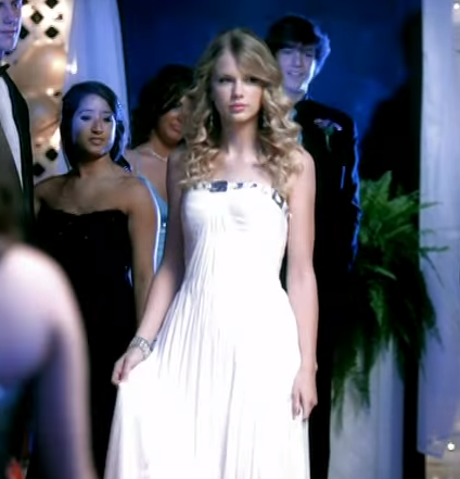 Tswift_White_Dress