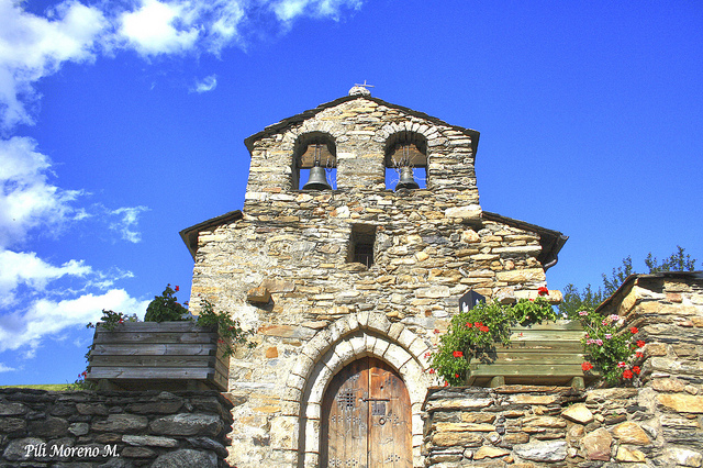 Sant Miquel de Prats (Canillo). A little closer... Oh, forget it. (Credit: , CC-SA license.)