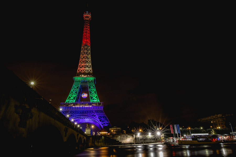 Paris offers a show of solidarity with the United States in the wake of the Orlando shootings. (Credit: Soukéïna FELICIANNE, CC license.)
