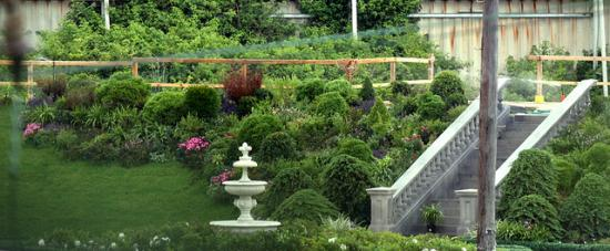 A secret garden. (Eva Rinaldi, CC-SA.)
