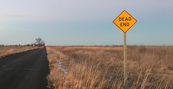 a dead end sign on an iowa highway