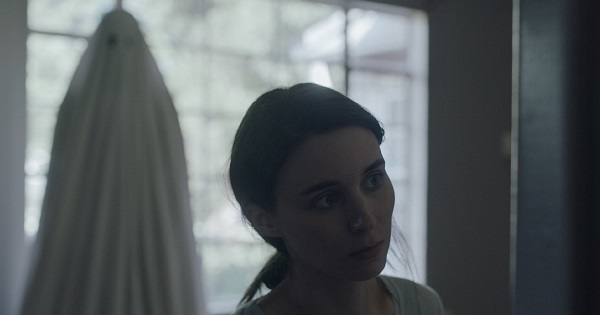 """M (Rooney Mara), haunted by C, in """"A Ghost Story"""""""