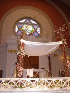 A chupah (the canopy under which a Jewish wedding is performed), at the sixth and I historic synagogue in Washington DC. This work has been released into the public domain by its author, Bachrach44.