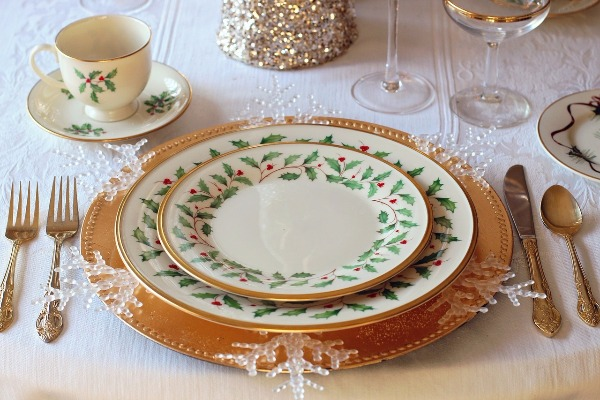 These are may actual Christmas plates - CCO PIxabay