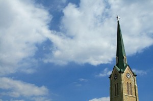 800px-Church_steeple_with_clouds