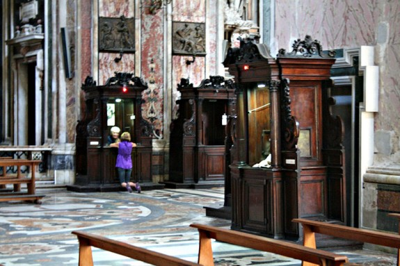 Confessionals_-_Beichtstühle_-_Gesu_Nuovo_-_Neapel_-_Naples