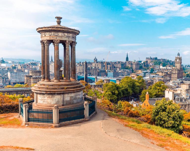 A sweeping look of Edinburgh.