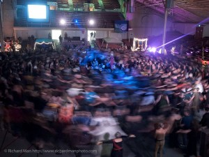 The Spiral Dance ritual. (photography by Richard Man, used with permission)