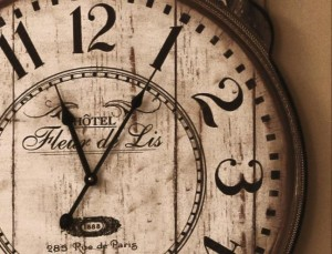 clock-fleur-de-lis