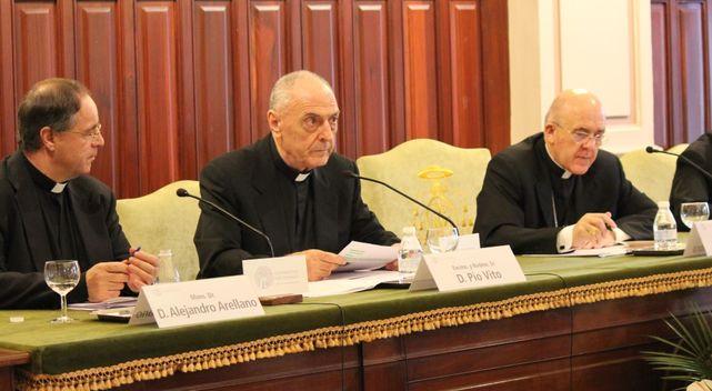 Pio Vito, en el centro junto a Carlos Osoro. Via Religión Confidencial.