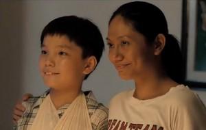 """Jiale (Koh Jia Ler) and Teresa (Angeli Bayani), in """"Ilo Ilo"""""""