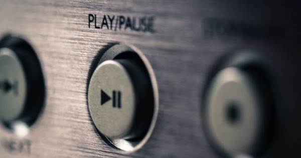 Time to hit the pause button for a minute (image via Pixabay)