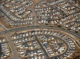 (Tract-housing in Colorado Springs, Colorado. Source: Wikimedia, Creative Commons License).