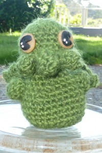 English: Homemade Cthulhu, adapted from pattern in Creepy and Cute Crochet By Bastique (Own work) [CC BY-SA 1.0 (http://creativecommons.org/licenses/by-sa/1.0)], via Wikimedia Commons