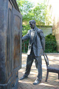 "Statue of C.S. Lewis by Genvessel"" [CC BY 2.0 (http://creativecommons.org/licenses/by/2.0)], via Wikimedia Commons"