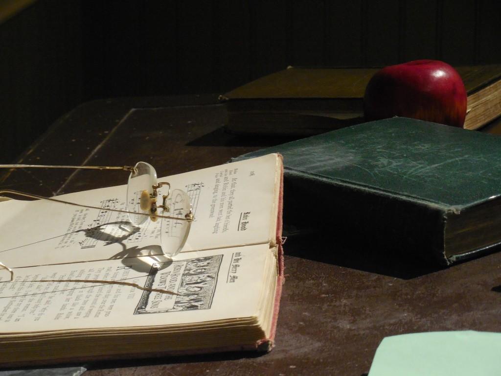 desk-1375312_1920