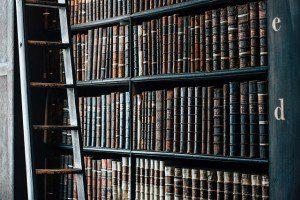 bookshelf-1082309_640