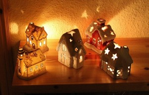candles-houses-547346_640