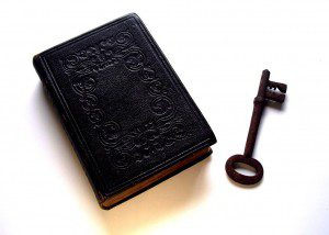 1024px-Bible_and_Key_Divination