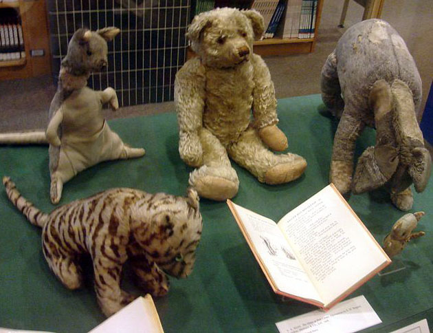 Winnie_the_Pooh_toys_cropped