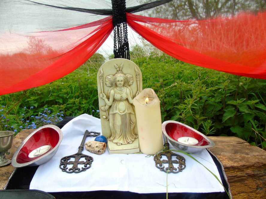 Sorita d'Este - Shrine to the Goddess Hekate, Rite of Her Sacred Fires, Glastonbury