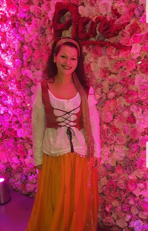 Inbaal - Tarot Reader & Psychic in Gipsy Rose Outfit