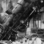 750px-Train_wreck_at_Montparnasse_1895
